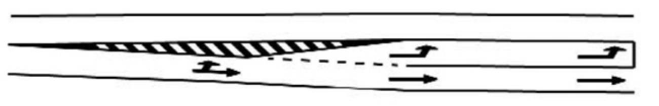 Marcajul benzii de stocaj pentru virajul la stanga