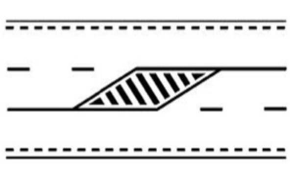Marcaj pe drum cu trei benzi pentru alocarea alternativa a doua benzi pentru unul sau celalat sens de circulatie